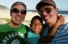 Rejeitado por heterossexuais 'por ser negro demais', menino é adotado por casal gay