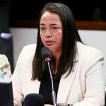 Deputada quer proibir adoção por casal homoafetivo
